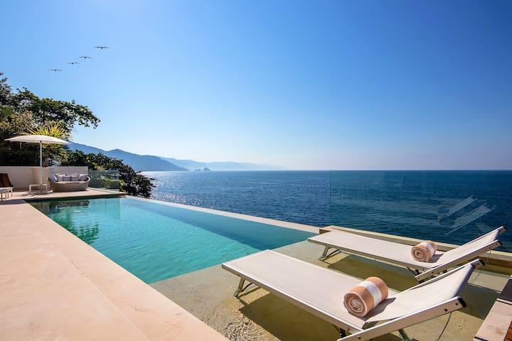 5 Star service & amenities, modern & private pool