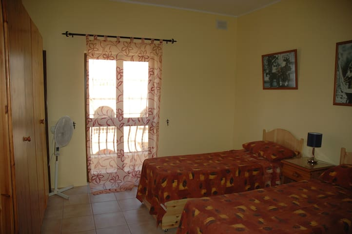 Bedroom with 3 beds, Balcony and sharing Bathroom