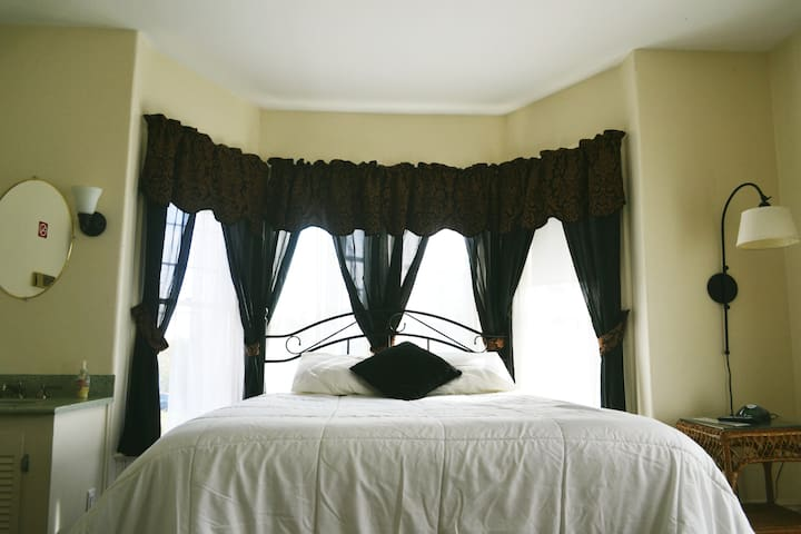 Unit 8 - Queen bed with shared Bathroom