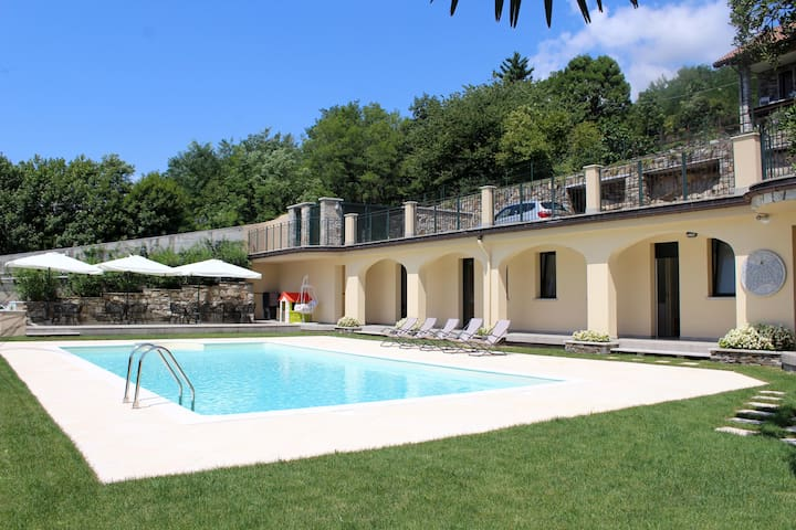 Oleandro 1 apartment in Mergozzo with pool