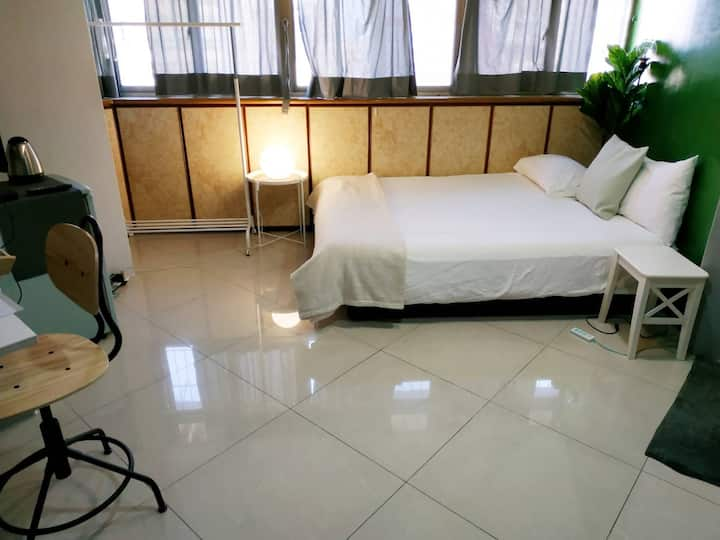Simple, Nice studio @ Ximen MRT (5 min walk)