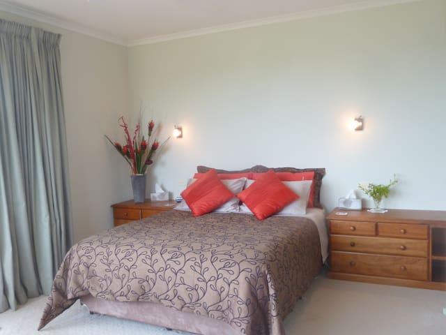 Main bedroom, queen bed & bedside tables