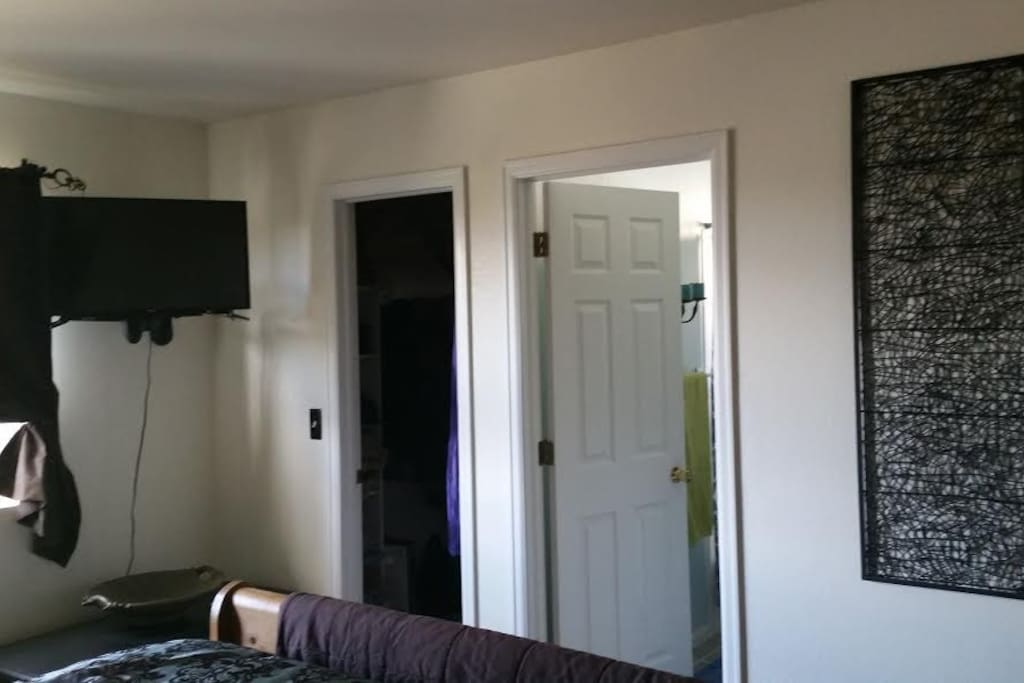 Doors to full bath and walk in closet. Smart TV with network stations,Netflix and Hulu