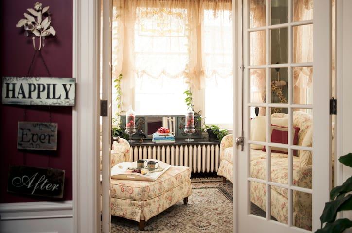 Edwin Hewitt Room - AG Thomson House B & B