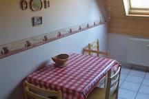 Sitzecke in der Küche, aufklappbar für bis 5 Personen