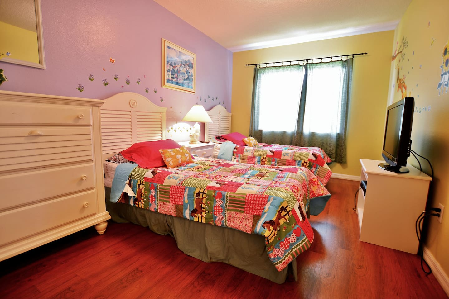 The 4th bedroom with 2 twin size twin beds