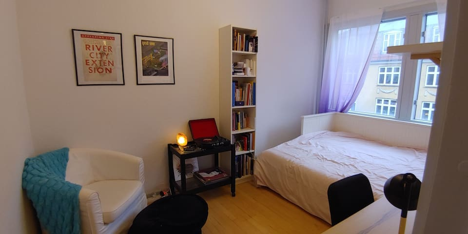 Cozy, spacious room near Norrebro Station