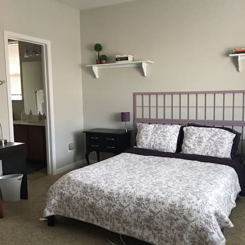LG Bedroom/private Bath - Reno