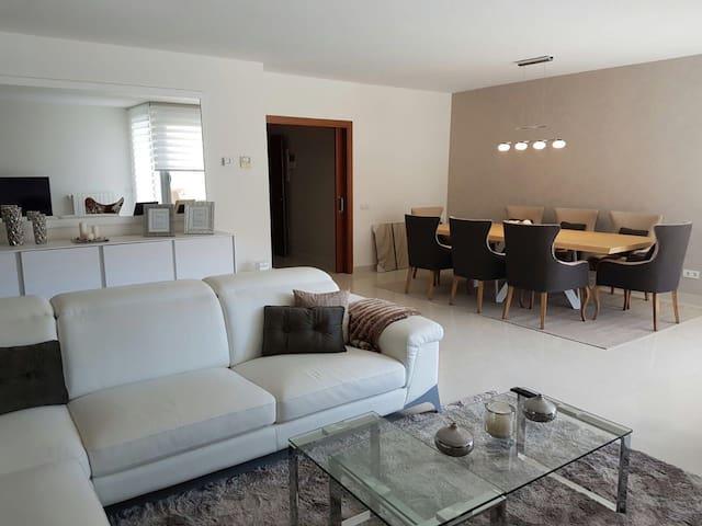 Apartamento de lujo nuevo,amueblado y equipado - คาลเวีย - อพาร์ทเมนท์