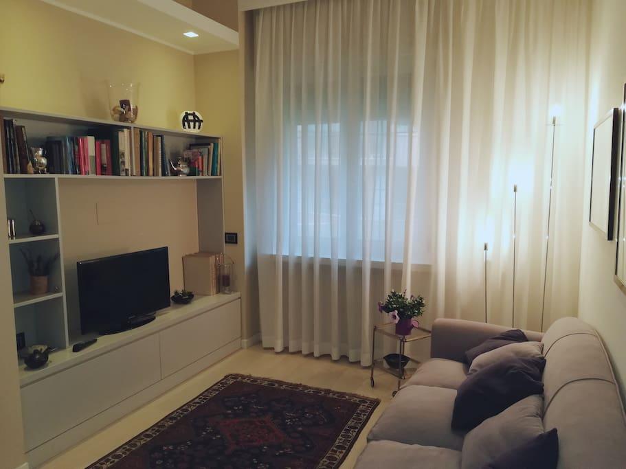 Angolo televisione divano