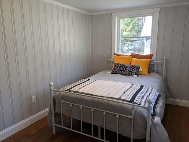 Lakeview bedroom #4 with full bed