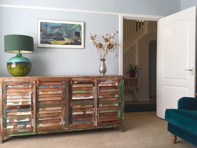 Spacious sunny private room facing Worthing park