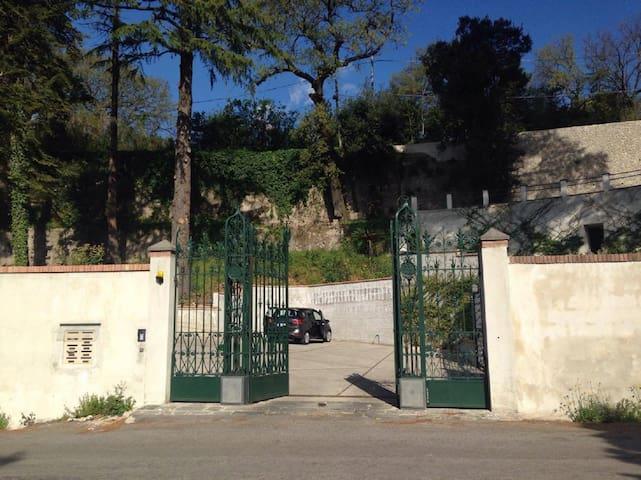 """Villa """"Sofia"""" prestigioso appartamento in villa - Cava de' Tirreni - Villa"""