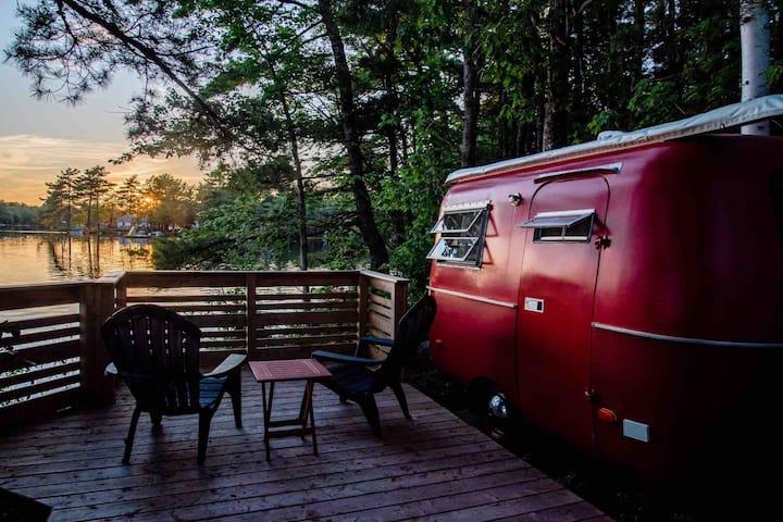 The Old Ten Spot Vintage Boler - Lakeside
