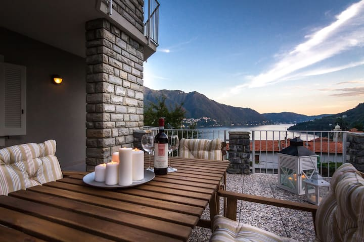 Amazing Lake View in Moltrasio,with terrace