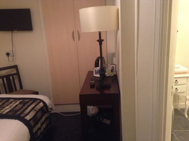 Hazels guest house(city centre) room 4