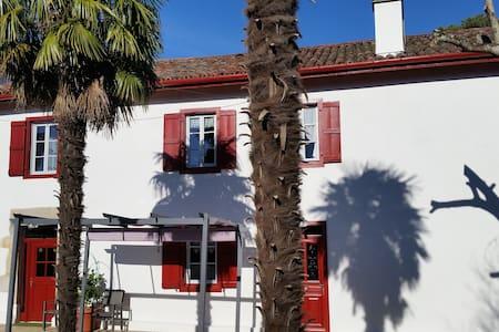 2 pièces indépendant. 1er étage dans maison basque