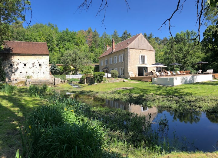 Moulin  avec piscine, 90 km de Paris.