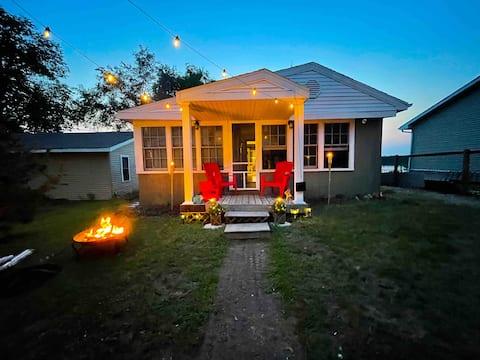 La Casita Lakefront Cottage w/Private Beach & Deck