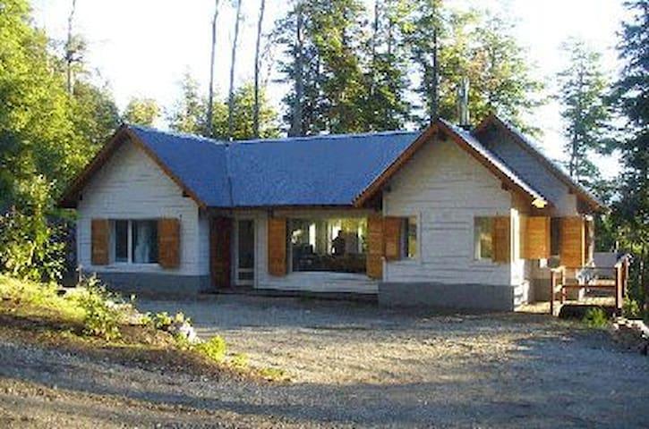 Three Bedroom House 100 m from Nahuel Huapi Lake - Villa La Angostura - Dom