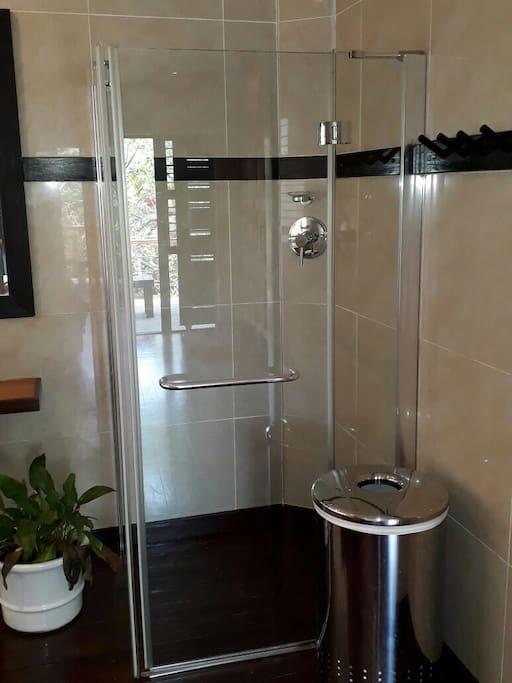 Upstairs king bedroom - en suite bathroom