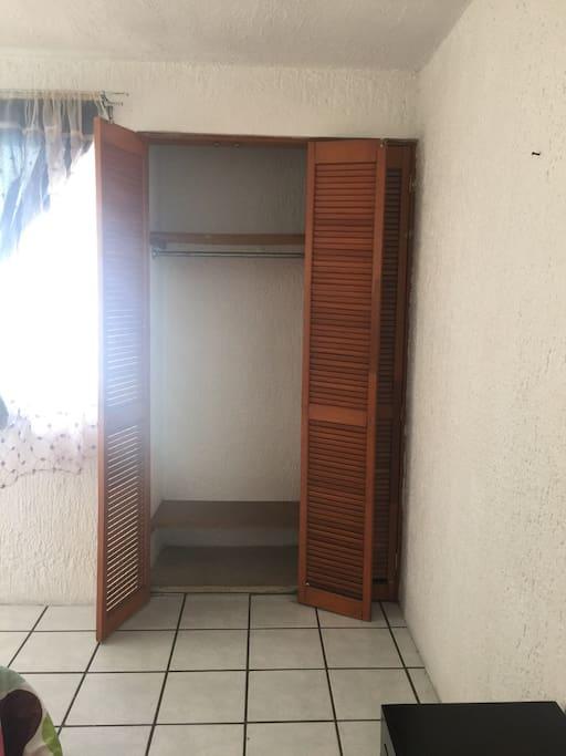 Closet dentro de la habitacion