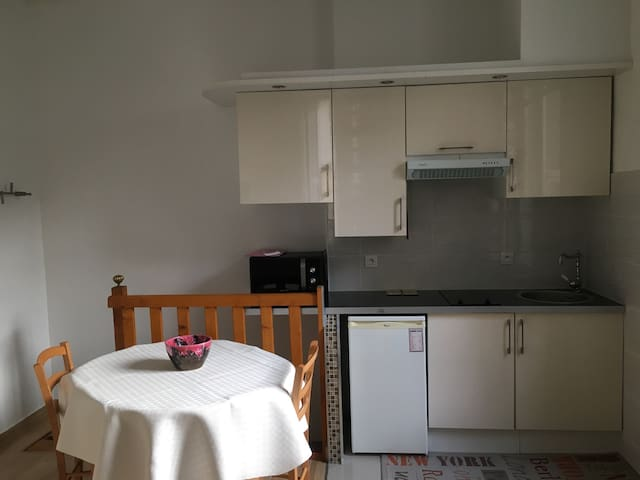 Cosy and central, 500m to the beach - Nice - Leilighet