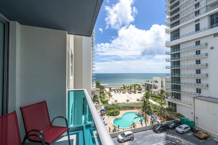 Hollywood Beach FL 2/ 2 apt.   Access to the beach