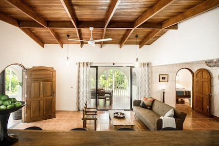 Cute Casita, walk to town & beach in 10-15 minutes - Playa Guiones