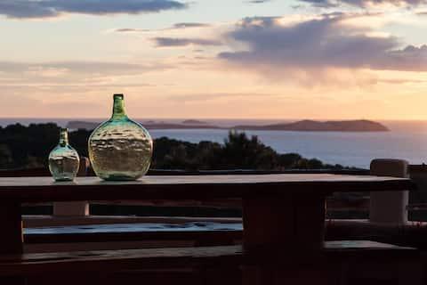 Cala Salada- Charming family house- Stunning views