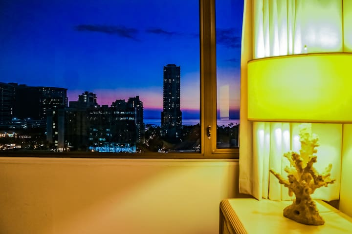 Great Sunset view  from the bed room. ベットルームからの素敵なサンセット。