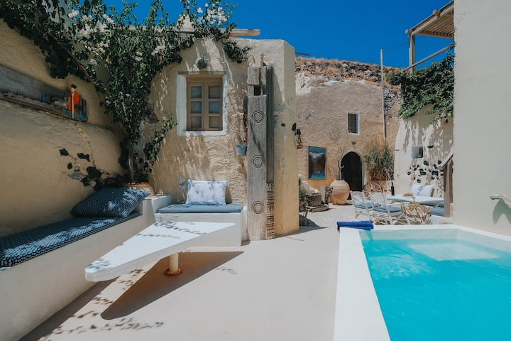 Private Villa with swimming pool and tarrace