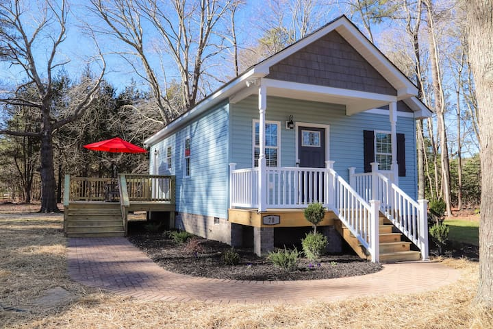NEW Listing - Teenie House in Deltaville