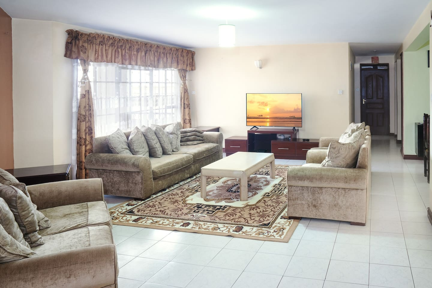Spacious Living room (WIFI available)