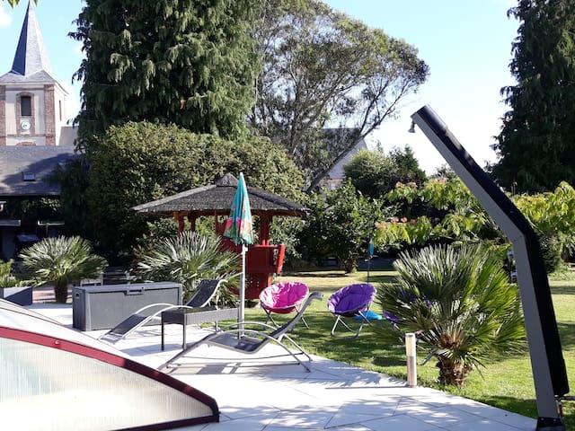 Cottage Cosy avec jardin et piscine au calme  ...