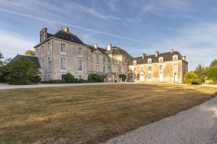 Château de la Rousselière-Chambre de la Demoiselle