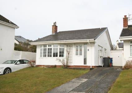 Lovely bungalow in Rhosneigr with wonderful charm.