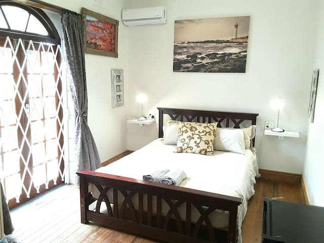 ______LIGHTHOUSE ROOM_______ - Durban North - Huis
