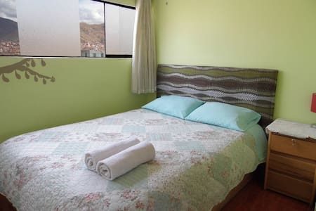Comfortable & bright bedroom in homely flat