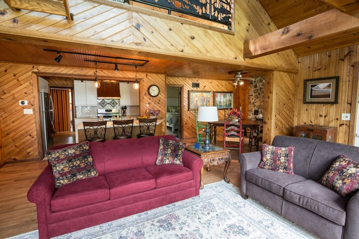 Beautiful Lake Home.  ND Football or Fun get-away! - Bremen - Hus