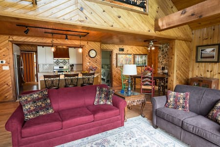 Beautiful Lake Home.  ND Football or Fun get-away! - Bremen - Talo