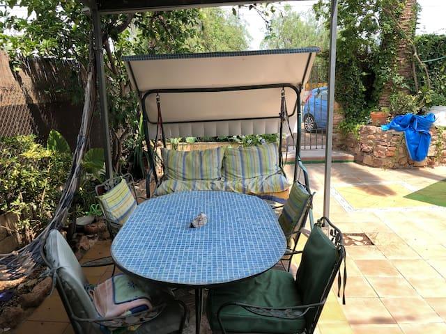 Habitación individual privada en casa familiar