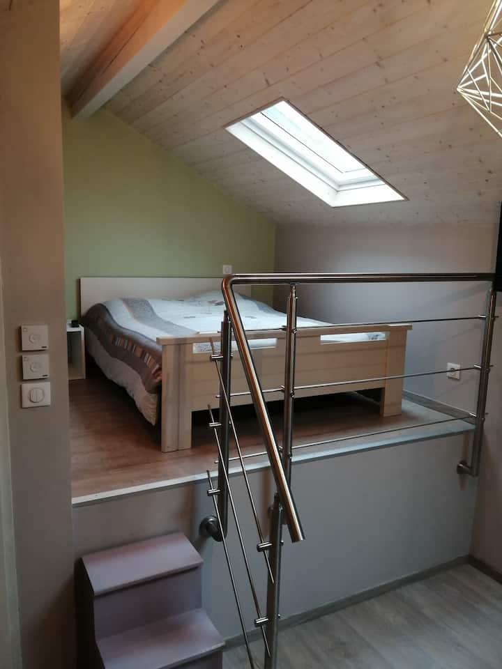 Chambre indépendante, SDB ET WC privatifs, garage