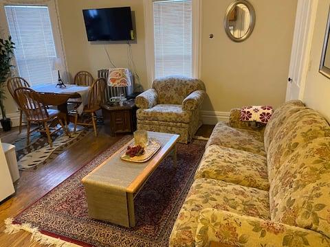 Cozy 1 bedroom apartment Near Allegiance Health