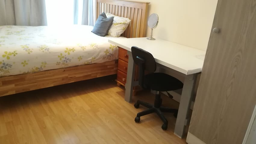comfortable room in central Dublin