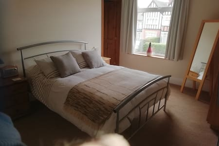 Lovely location, En suite double room.