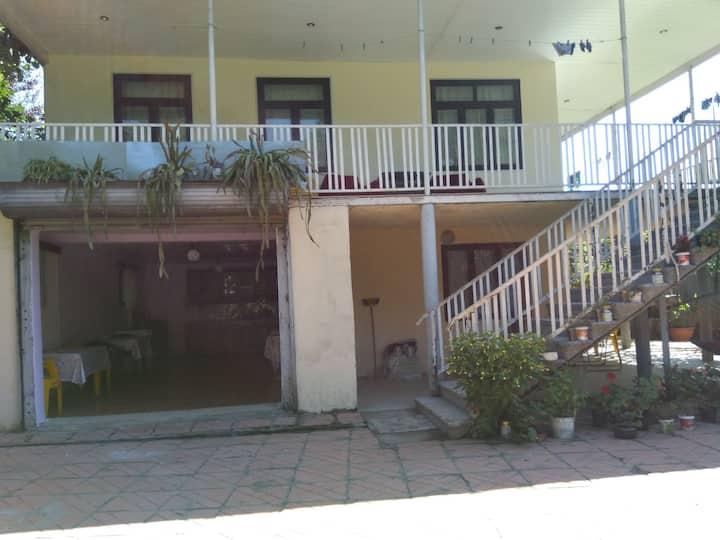 Гостевой дом у Тамази(цена за 2 спальных места )
