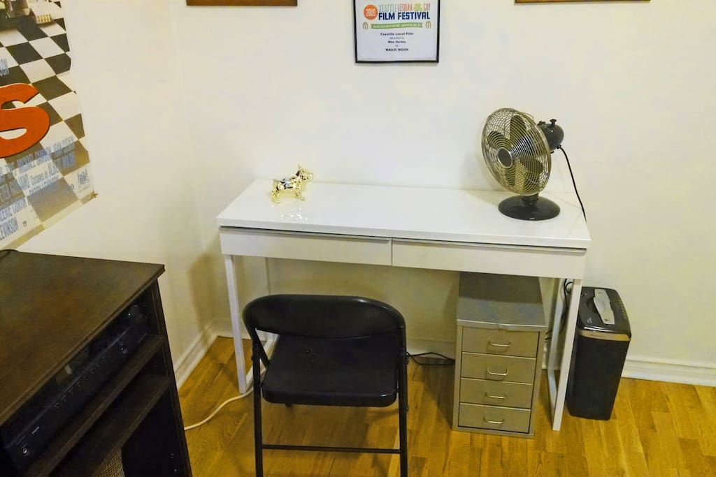 A little workstation.  Basic office supplies, Wi-Fi, paper shredder included