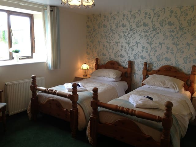 Homely B&B Stay in Heart of Somerset Countryside