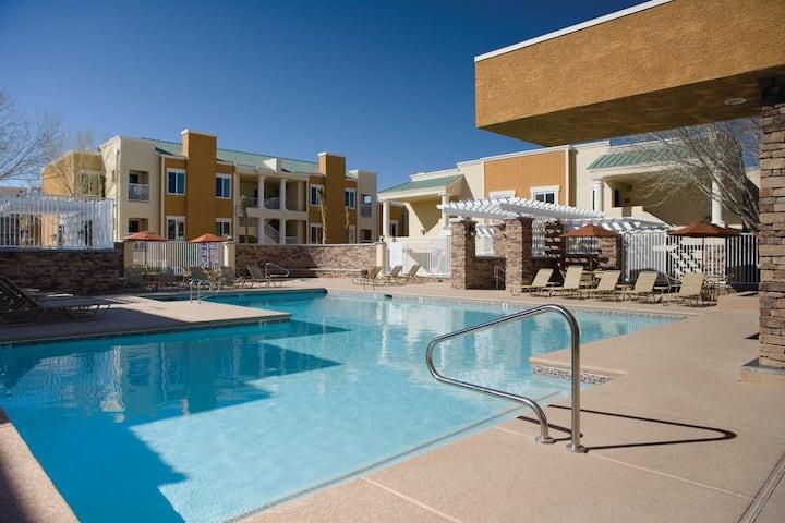 Two Bedroom Luxury Condo, Las Vegas (A558)